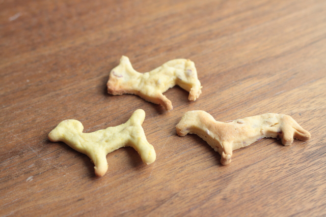 犬型に作られたクッキー